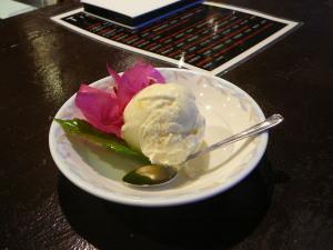 2011.06.28.02poolside bar kachi-bai.jpg